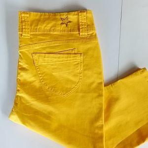 🍀No Boundaries Capri Pants size 15 Bright Yellow